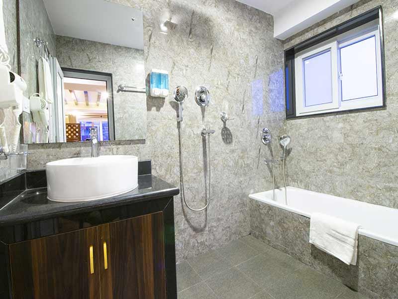 superior apartment bathtub